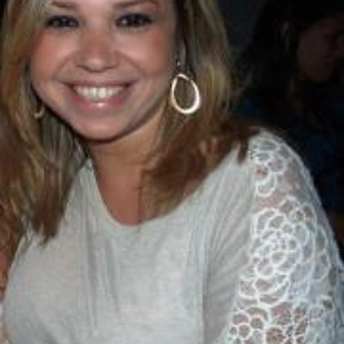 Carol Ramalho's avatar