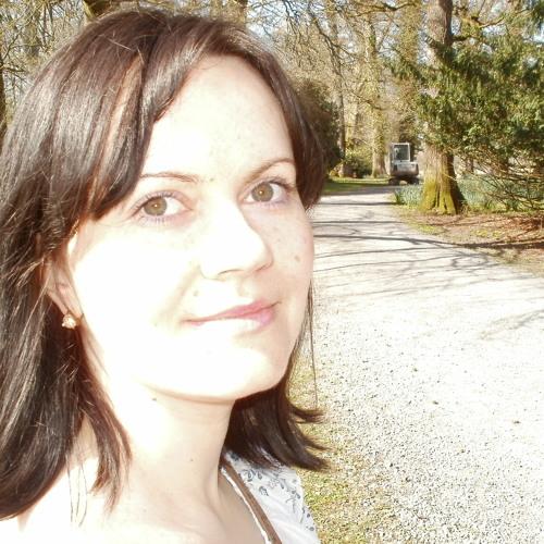Lena Di's avatar
