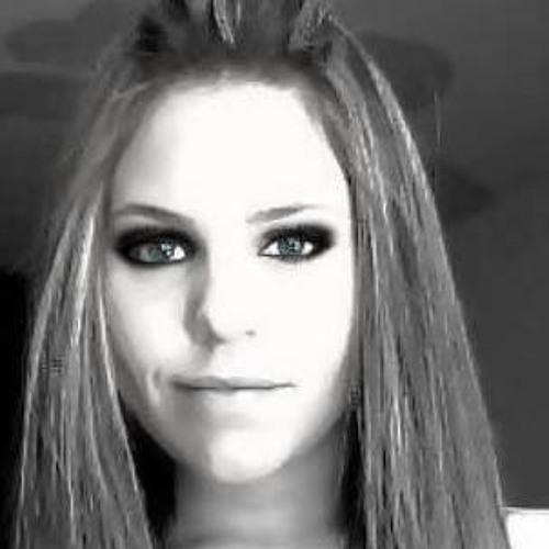 Daniela Kangussu's avatar