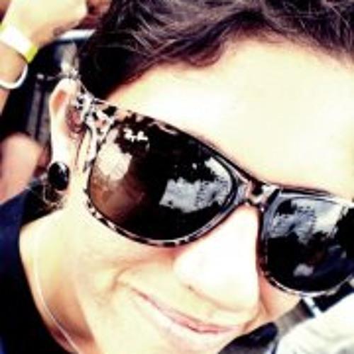 Magali Oliveira's avatar