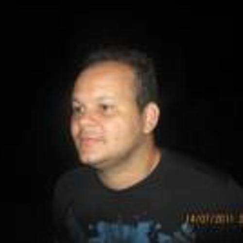 Herbert Tavares's avatar