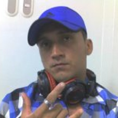 Daniel Alexnder Flores's avatar