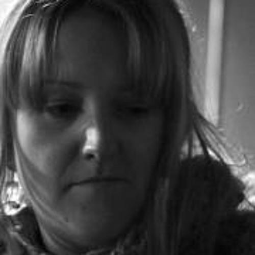 Emma Peto's avatar