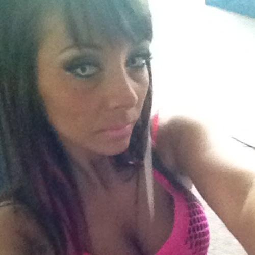 Robyn-Nicole's avatar