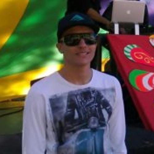 Luis Vargas 16's avatar