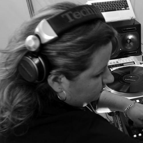 DJ Tayane Vannucci's avatar