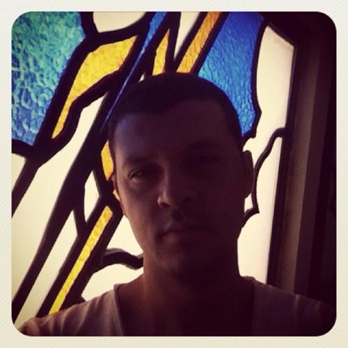 henriquecastro's avatar