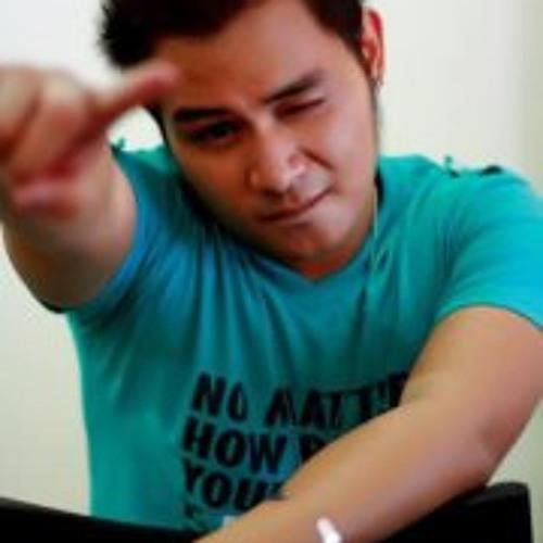 Migs Castillo's avatar