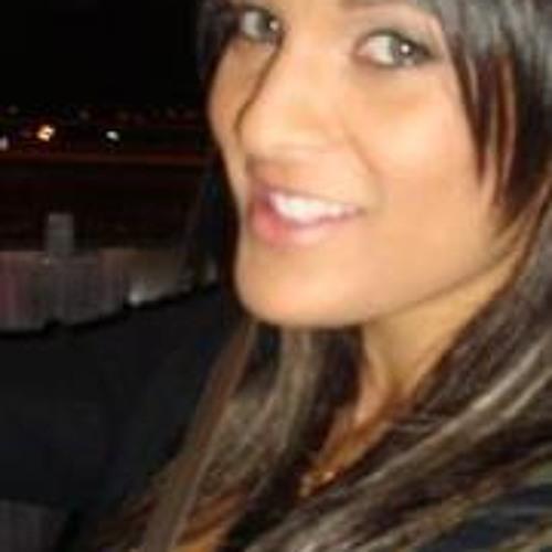 Yasmine Ella's avatar