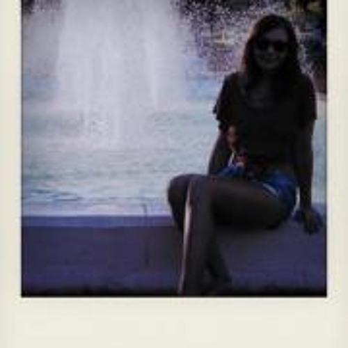 Lea Victoria's avatar