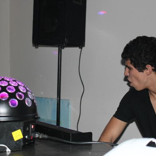 DJ Carlóu's avatar