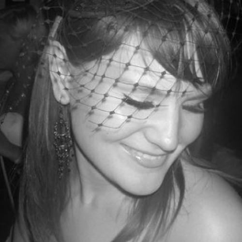 LauraLeaT's avatar