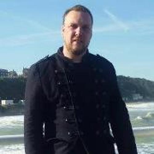 Simon Thomas 3's avatar