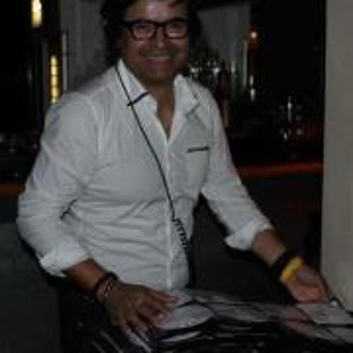 Juan D Martinez's avatar