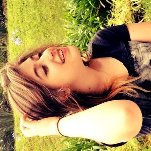 Nina Bazolli's avatar