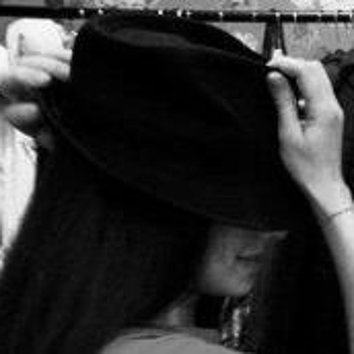 Velia Russo's avatar