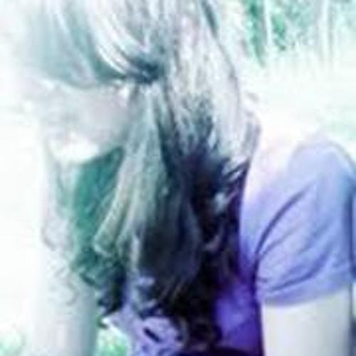 Júlia Flores 3's avatar
