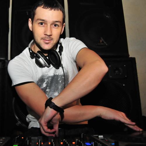 DJ Petrakis's avatar