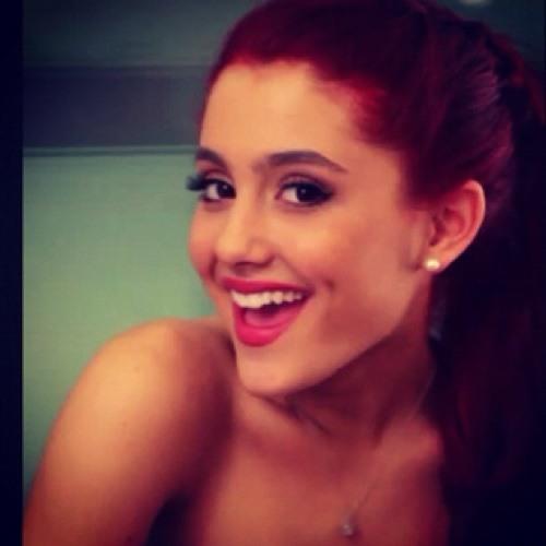 Ariana Grande 0802's avatar