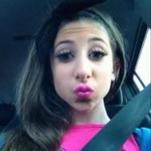 Nikki Mary's avatar