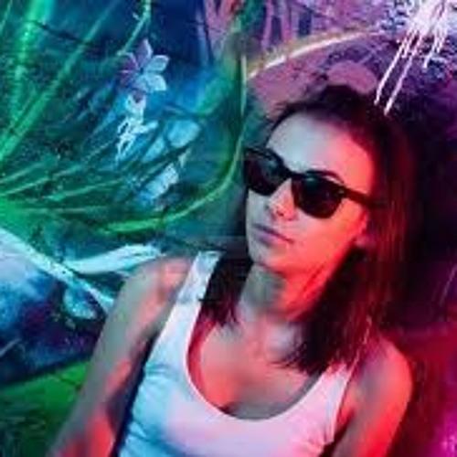 Rebecca R's avatar