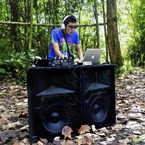 dance trancer (ૐ)'s avatar