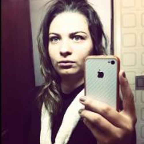 Bruna Coral's avatar