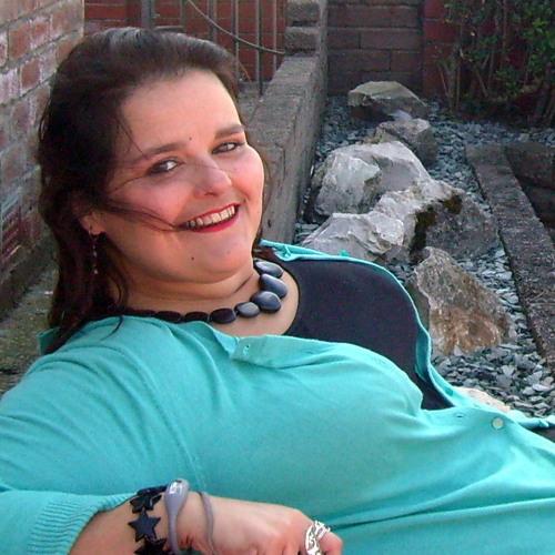 Angela Khalil's avatar