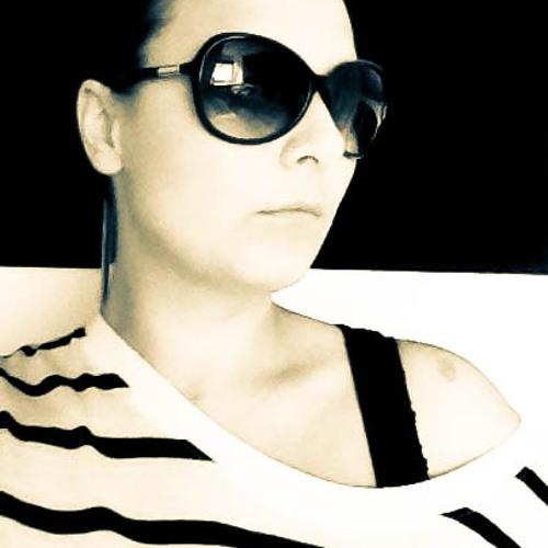 clara<3's avatar