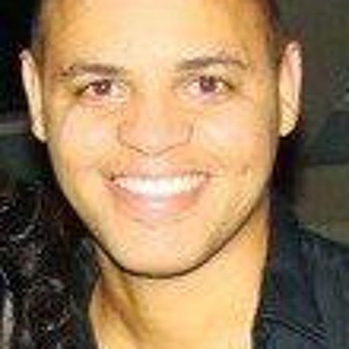 Sou Santos's avatar