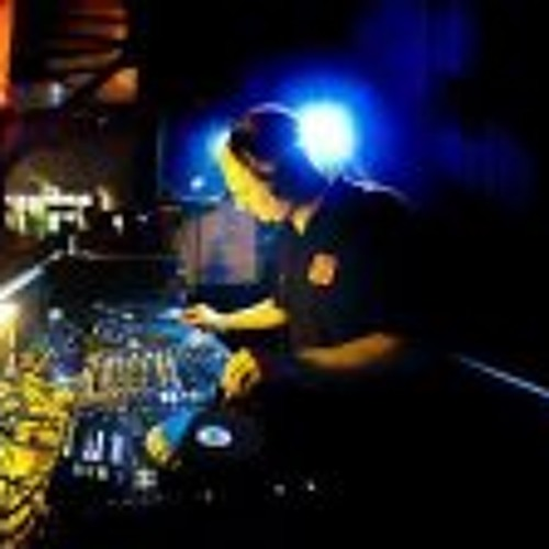 DJ Mantella's avatar