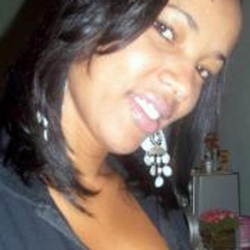 Andrea Martins Carvalho's avatar