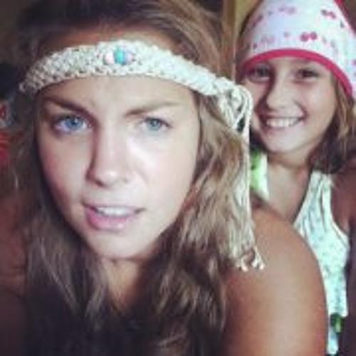 Ashley Victoria 3's avatar