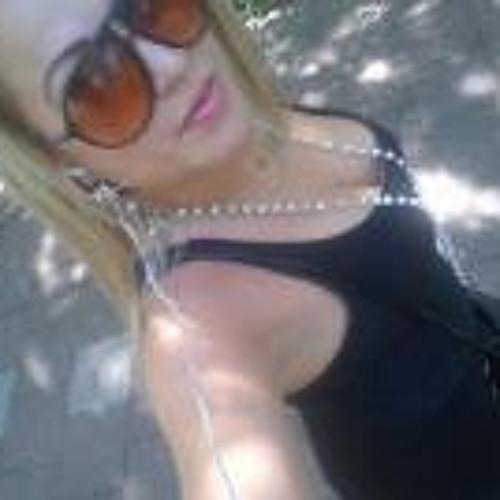 Felicity Charmayne's avatar