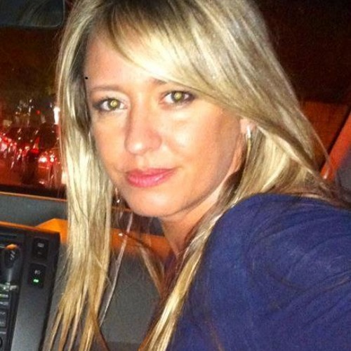 Renata Fávaro's avatar