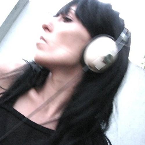 nina_friendselectric's avatar