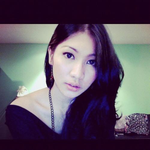 Nia Nur's avatar