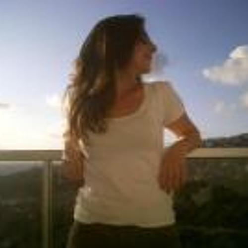 Hala Akl's avatar