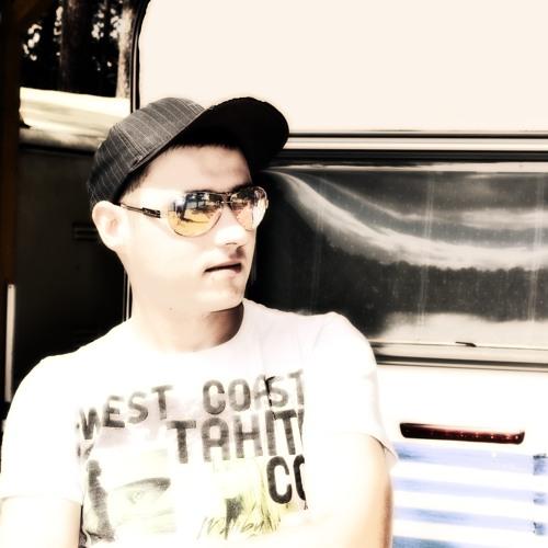 DJ Ellmo's avatar