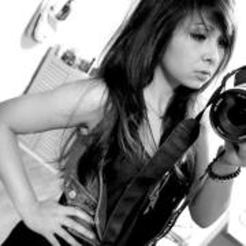 Larissa Yukari's avatar