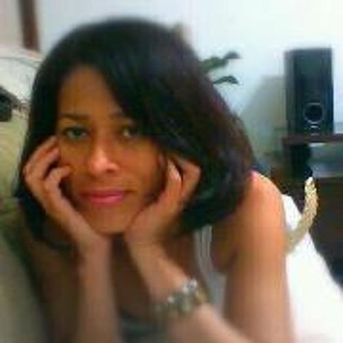 Angela Cerqueira's avatar