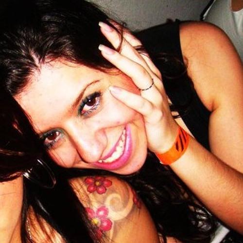Daniela Maciel's avatar