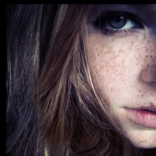 Annie Official's avatar