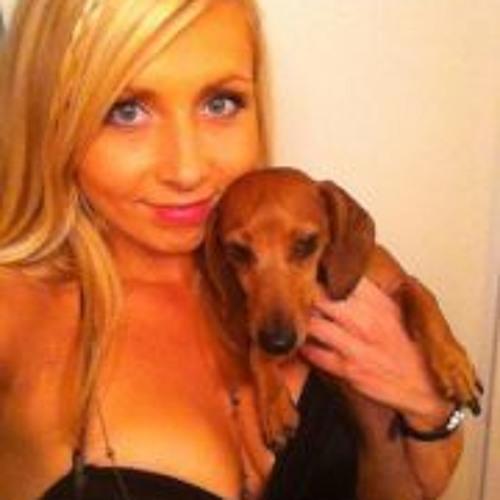 Asha Wolski's avatar