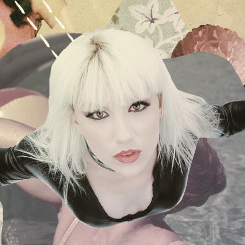 Lea Luna's avatar