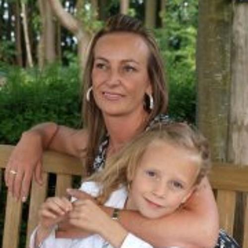 Cindy Dumoulin's avatar