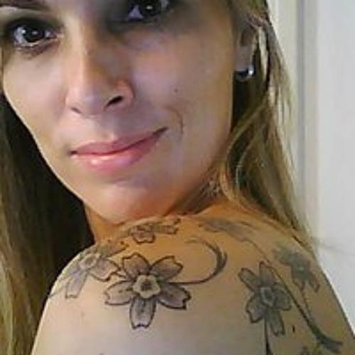 lilian junqueira's avatar