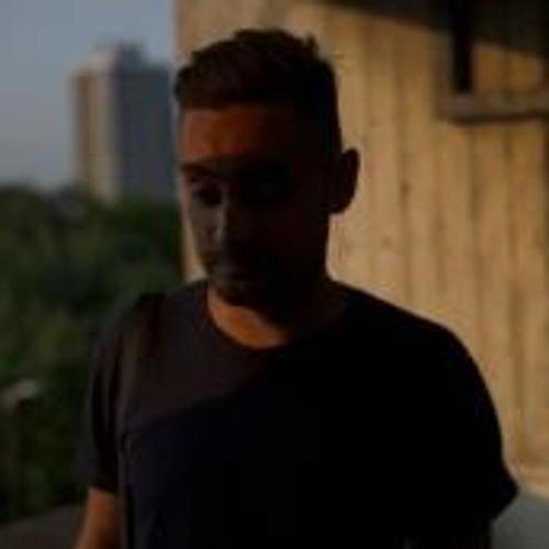 Ali Raymond's avatar