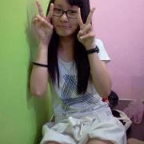 Yaya Chow's avatar