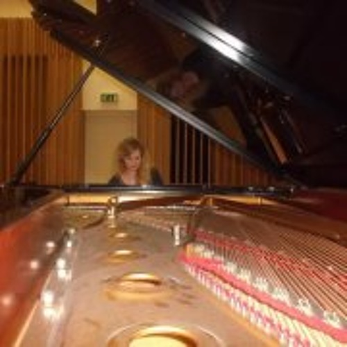 Louise Johnston 2's avatar